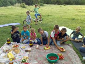 дети на пикнике